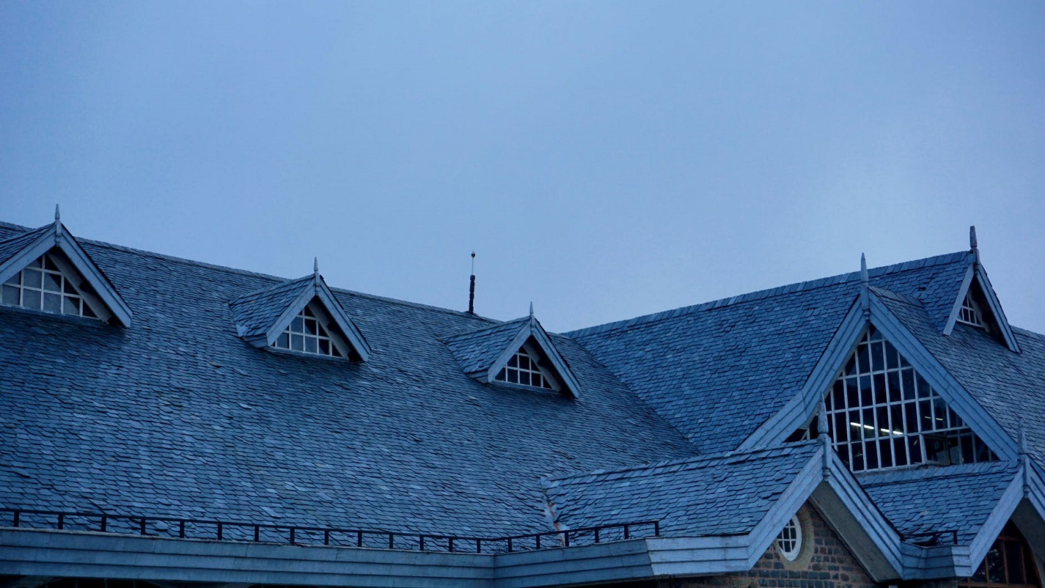 How to Bring Off Your Home Roof from the Heat