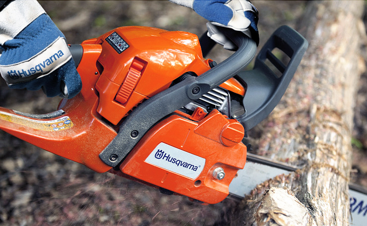 Husqvarna-450-best-firewood-chainsaw-cutting-log